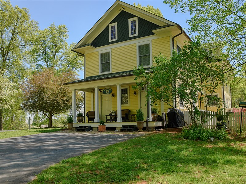 Orange County Virginia Farmhouse for Sale