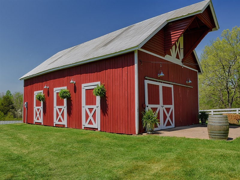 Barn at Spring Oak Famr